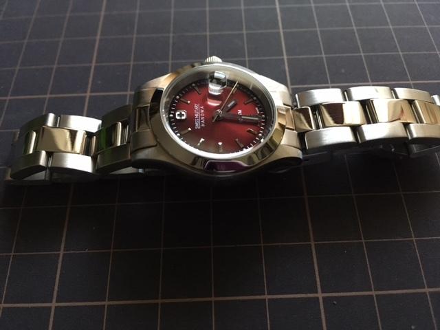 K1085 美品 SWISS MILITARY/スイスミリタリー HANOWA SWISS MADE デイト 6-7023 ワイン 純正ブレス クオーツ レディース 腕時計_画像3