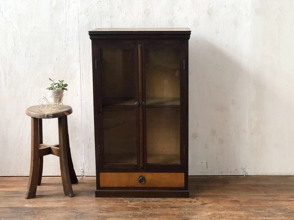 【Aiwon】ビンテージ/古ガラス/引き出しの付いた小振りな木製飾り棚/ゆらゆらガラス/本棚/H83.5 W48.7 D28.5cm/アンティークレトロ_画像2