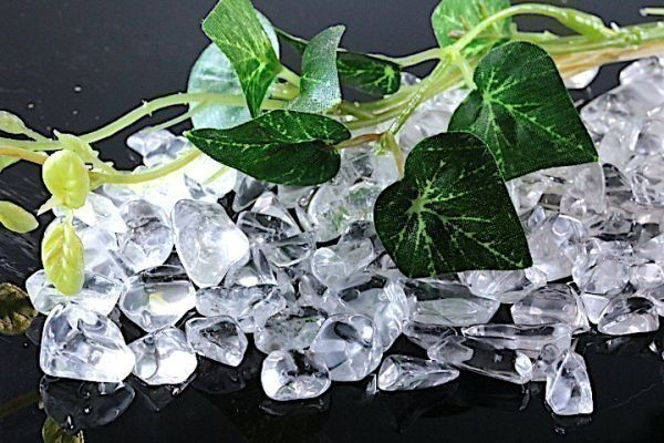 【送料無料】メガ盛り 800g さざれ 大サイズ AAAランク クオーツ 水晶 パワーストーン 天然石 ブレスレット 浄化用 さざれ石 チップ ※1_画像2