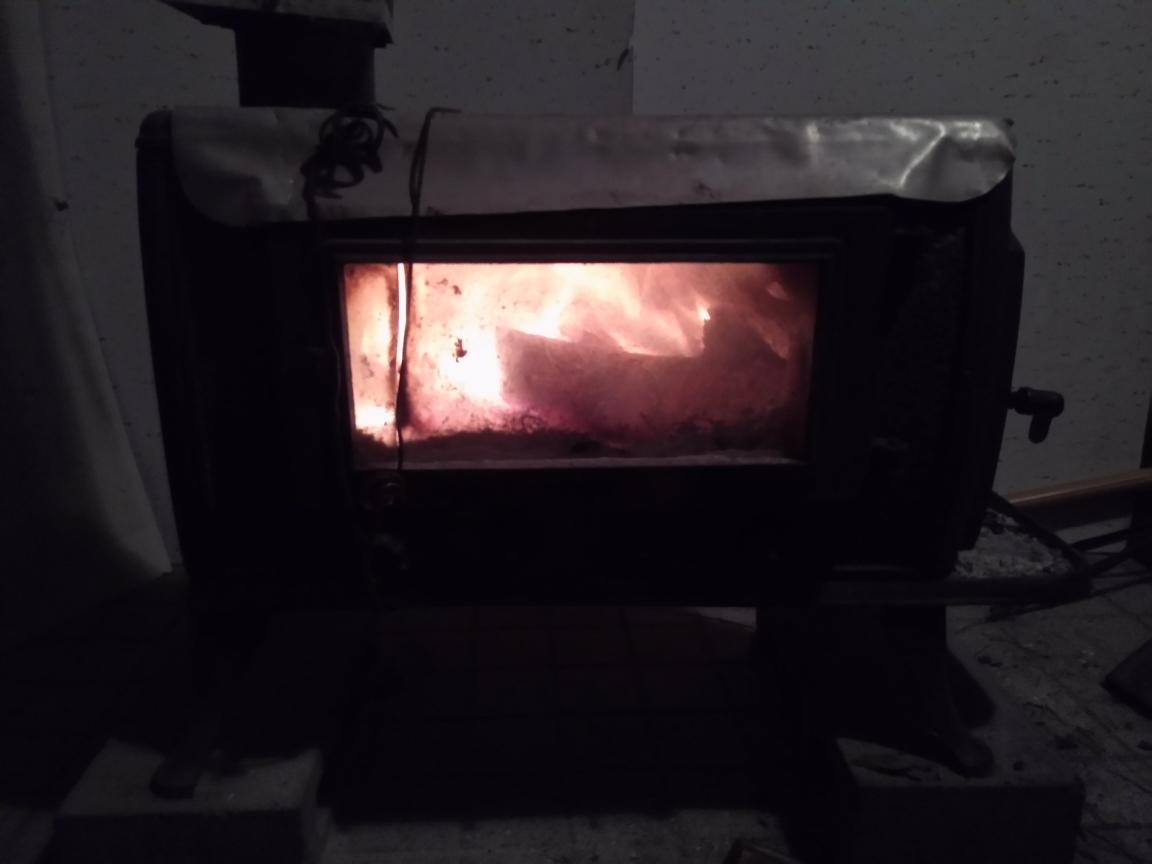 中古 ♪薪ストーブ♪ 今年春まで使用  鋳物 暖炉 煙突 エコライフ 自立型生活 再利用 循環型 自然派 環境 エコスタイル 炎 _画像9