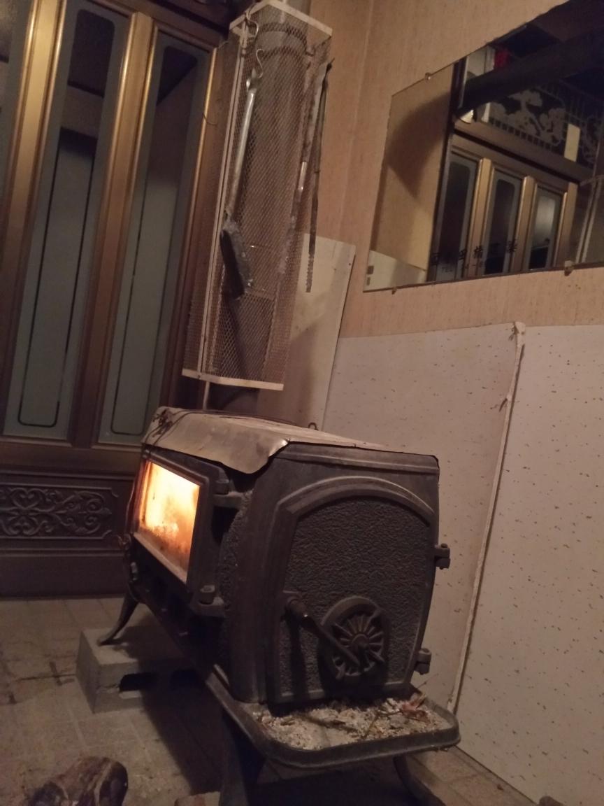 中古 ♪薪ストーブ♪ 今年春まで使用  鋳物 暖炉 煙突 エコライフ 自立型生活 再利用 循環型 自然派 環境 エコスタイル 炎 _画像10