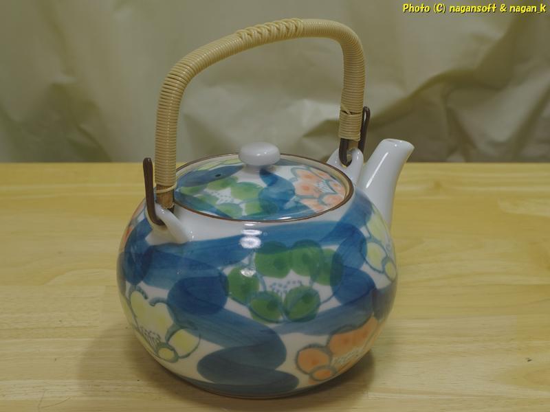 ★即決★ 花柄の茶器セット 急須と湯呑み客です。窯元の名が記されているのですが達筆すぎて私には読み取れません_画像3