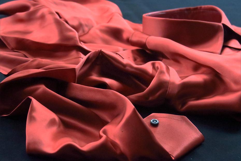 ★シルクシャツイタリアDANROMA SILK SATIN 贅の極みシルクサテンシャツ DANGEROUS!危険な香りレンガ色 M 40-91_画像4