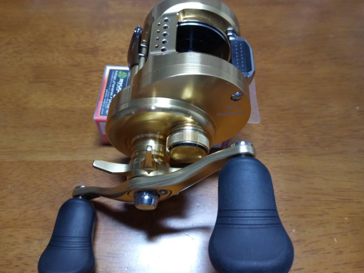 【新品未使用】 シマノ 18 カルカッタコンクエスト 301 左 アベイルパワーハンドルT4S 110mm 付き_画像3