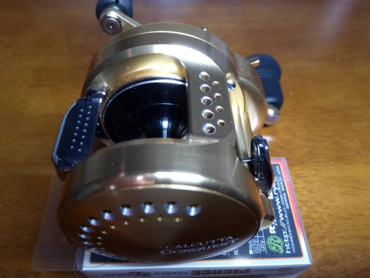 【新品未使用】 シマノ 18 カルカッタコンクエスト 301 左 アベイルパワーハンドルT4S 110mm 付き_画像5