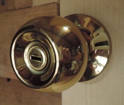 新品米国並行輸入【Yale(米国)ゴールド室内ドアノブ】ボールタイプ ☆テンプレート付☆開け閉めの度に優雅な気分を味わいましょう!_トイレや風呂などの室内ドア用となります