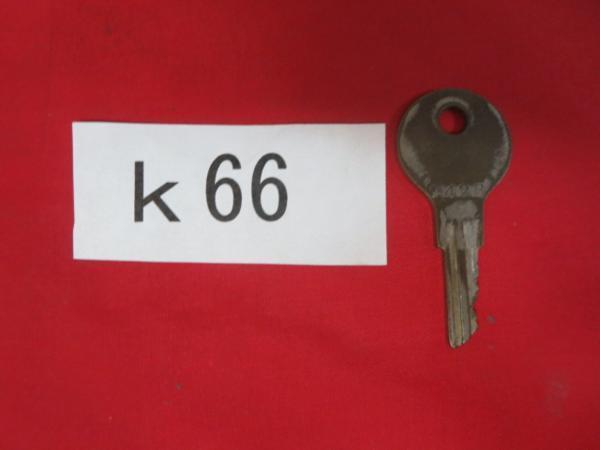 /K66●古い鍵 アンティークキー _画像1