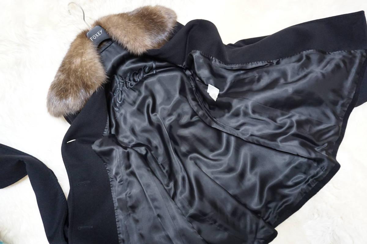 """ブリオーニの セーブル毛皮がついている カシミア100%の素材で創られた幅広のカシミア ベルトが付いた コートです。綺麗です。""""8370"""