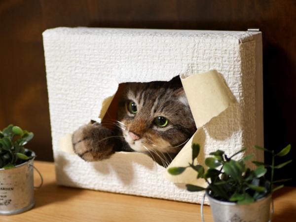 ★銀★ 羊毛フェルト 猫 ハンドメイド キジトラ猫 壁から覗く猫 壁掛け _画像6