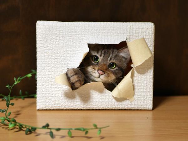 ★銀★ 羊毛フェルト 猫 ハンドメイド キジトラ猫 壁から覗く猫 壁掛け _画像3