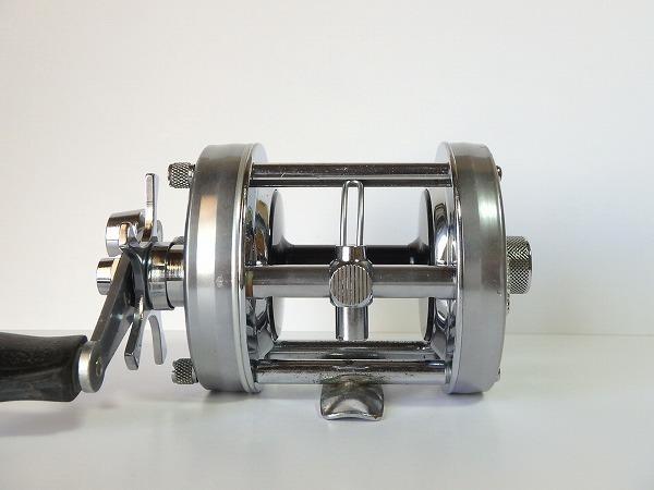 77 ABU アンバサダー 6500C シルバー オールド クラシック 山型 ゴシック刻印 定番人気モデル 雷魚 ライギョ シングルハンドル 良品中古_画像2