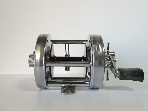 77 ABU アンバサダー 6500C シルバー オールド クラシック 山型 ゴシック刻印 定番人気モデル 雷魚 ライギョ シングルハンドル 良品中古_画像3