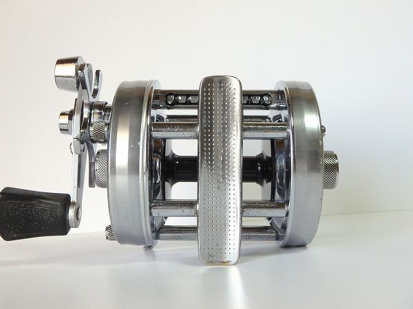 77 ABU アンバサダー 6500C シルバー オールド クラシック 山型 ゴシック刻印 定番人気モデル 雷魚 ライギョ シングルハンドル 良品中古_画像4