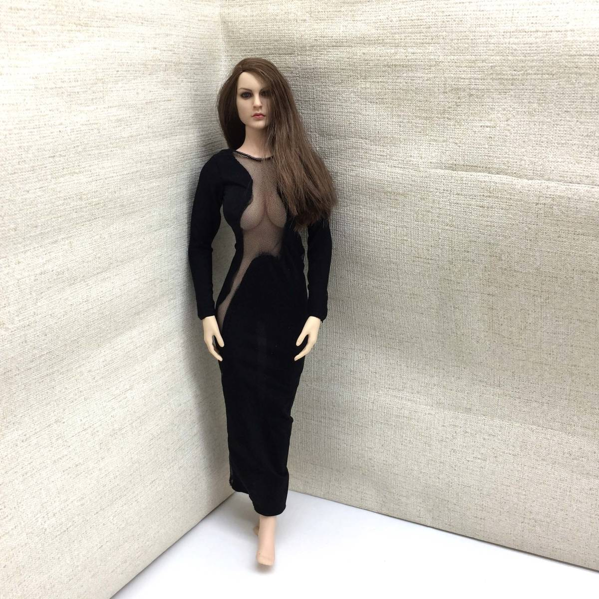 送料無料 美品 1/6サイズ PHICEN ファイセン素体対応 女性フィギュア用 ドレス 番号A58_画像7