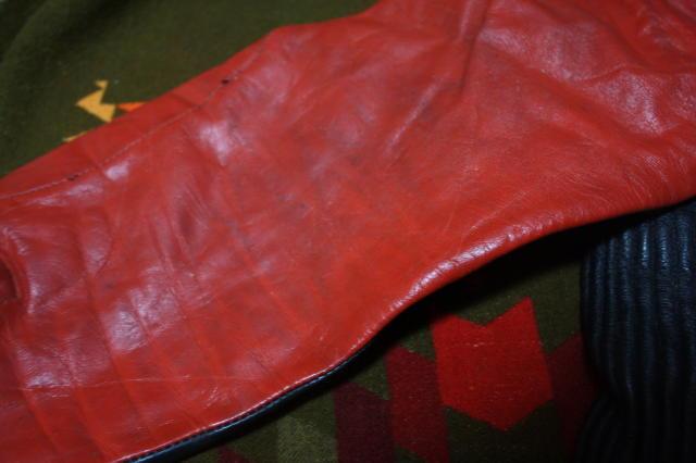 希少 赤×黒 70s ビンテージ 変型 2トン UK ロンジャン ライダース ■ モーターサイクル レザー ジャケット ユーロ イギリス ルイスレザー_右袖の薄汚れの画像です。