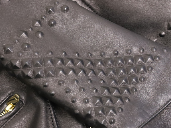 極上品 MCM 絶盤 13AWコレクション限定ピラミッドスタッズデュアルレザーブルゾン メンズM 黒 ブラック 紳士服 ジャケット 本物 正規_画像4