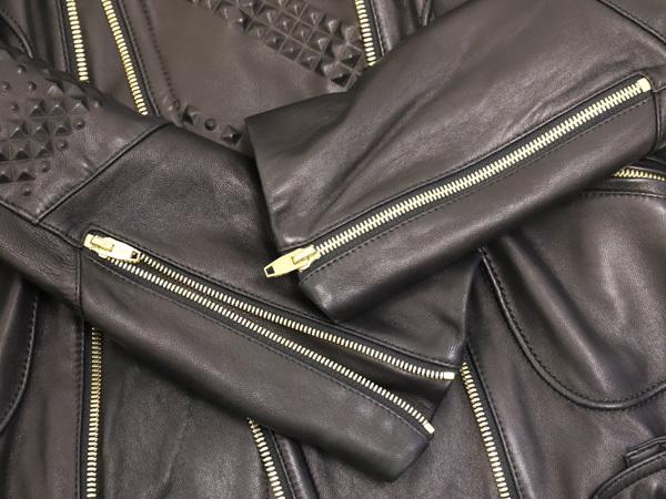 極上品 MCM 絶盤 13AWコレクション限定ピラミッドスタッズデュアルレザーブルゾン メンズM 黒 ブラック 紳士服 ジャケット 本物 正規_画像5