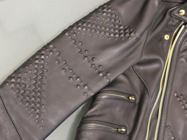 極上品 MCM 絶盤 13AWコレクション限定ピラミッドスタッズデュアルレザーブルゾン メンズM 黒 ブラック 紳士服 ジャケット 本物 正規_画像3