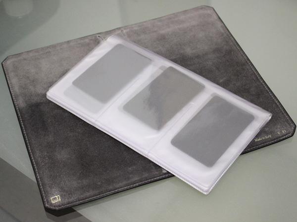 極希少 ヴァレクストラ VALEXTRA 大容量30枚収納式クリアポケットレザーカードケース 名刺入れ ビジティングカードバインダー 本物 正規品_画像3