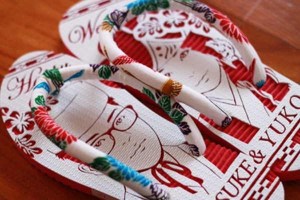 沖縄で人気の結婚式ウェルカムボード用紅型似顔絵島ぞうりアート_画像3