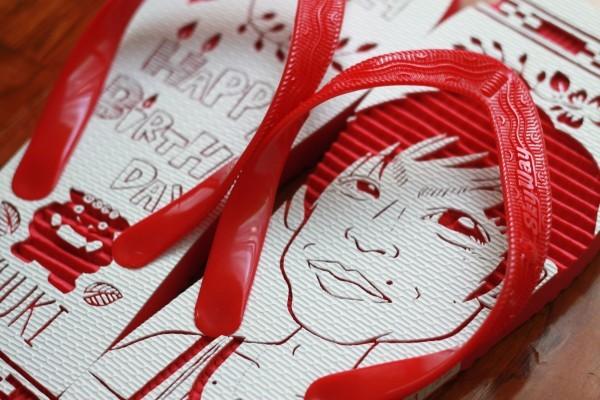 沖縄らしい誕生日プレゼントにサプライズ似顔絵島ぞうりアート_画像2