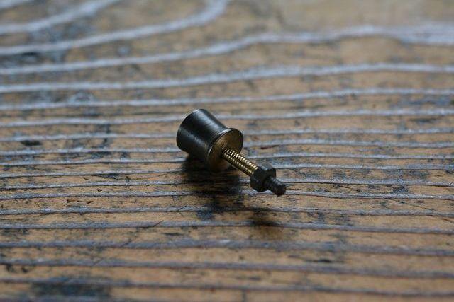 NO.4300 古い真鍮の削り出し摘み 10mm 検索用語→A50gアンティークビンテージ古道具真鍮金物小引き出し本箱本棚_画像3