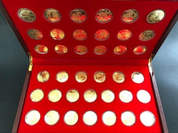 中国パンダ  金貨 記念 中国人民銀行発行 貴重品 38枚セット ケース入り コイン