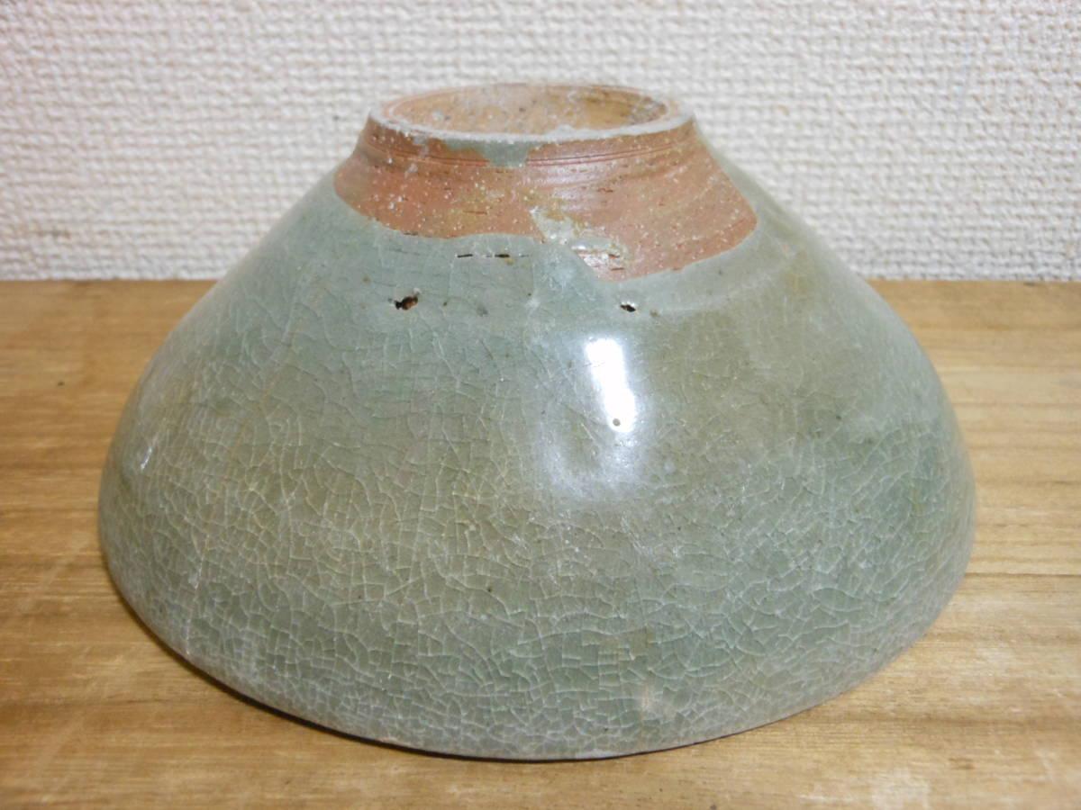 朝鮮古陶磁その28 高麗青磁 陽刻花文茶碗 高麗中期13世紀前半 縁にホツ直し、ニュウあり 共直しはありません 座りは安定 真作保証_画像7