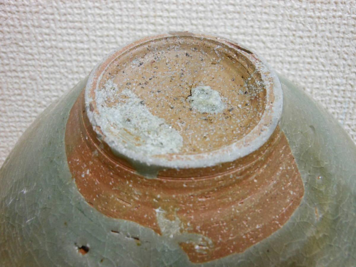 朝鮮古陶磁その28 高麗青磁 陽刻花文茶碗 高麗中期13世紀前半 縁にホツ直し、ニュウあり 共直しはありません 座りは安定 真作保証_画像8