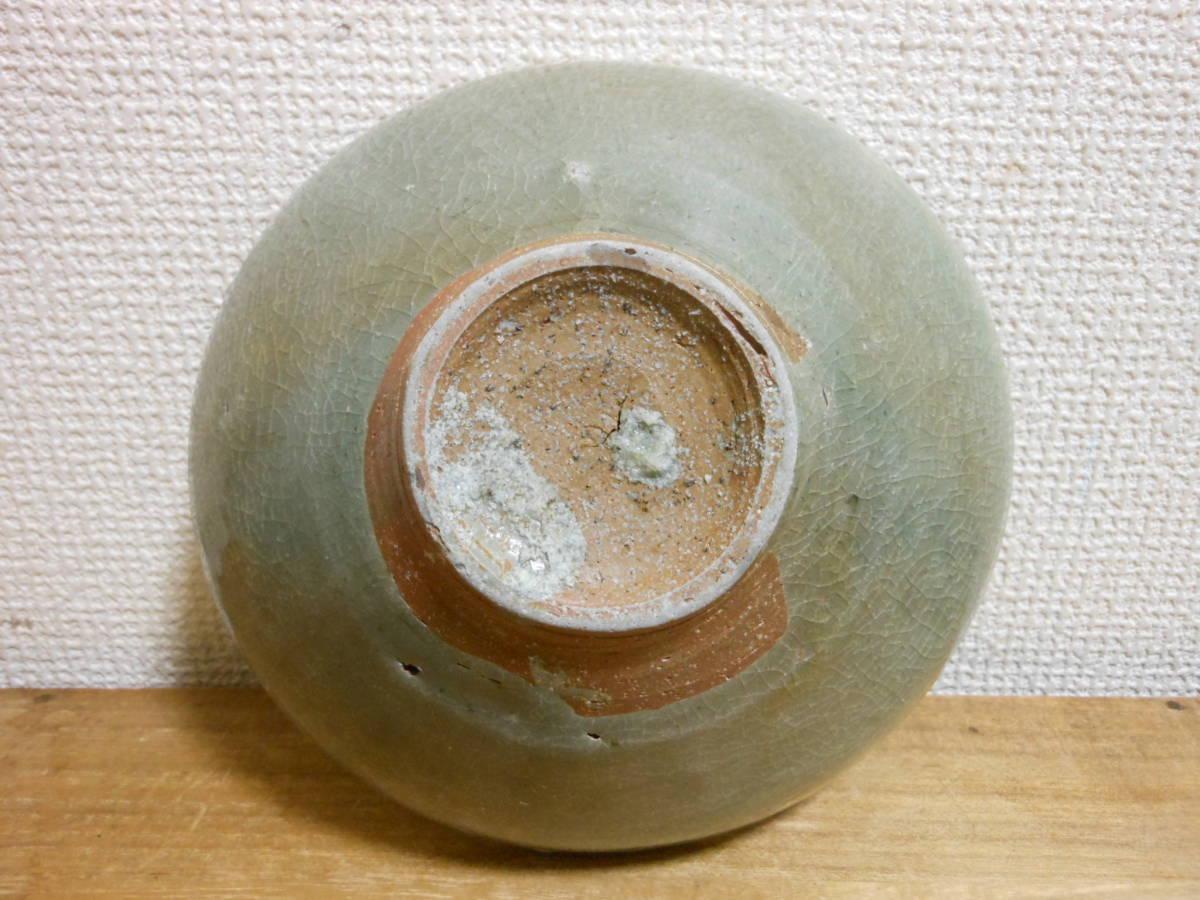 朝鮮古陶磁その28 高麗青磁 陽刻花文茶碗 高麗中期13世紀前半 縁にホツ直し、ニュウあり 共直しはありません 座りは安定 真作保証_画像10