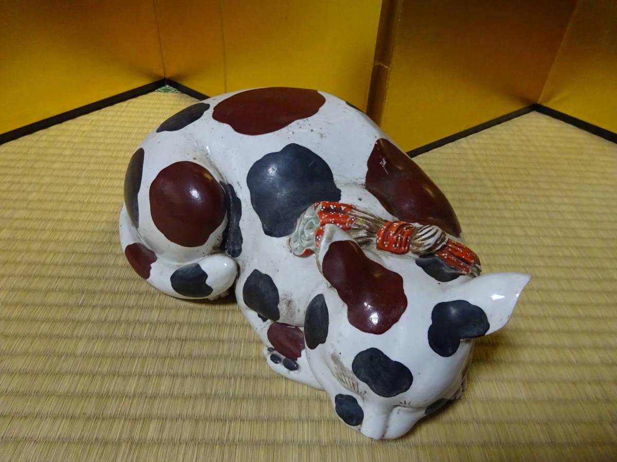 耳をそばだてて眠る古い大きなブチ猫(陶器)河村目呂二の猫_画像3