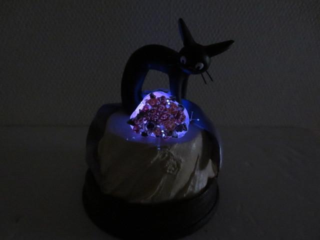 ジブリ 魔女の宅急便  リアルファンタジー  花束のプレゼント  ジジ  ランプ フィギュア _画像3