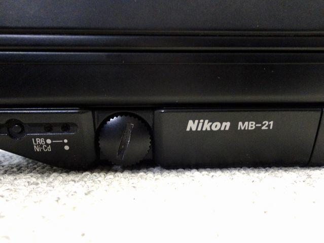 【YU340】NIKON ニコン 一眼レフカメラ F4S バッテリーパック MB-21付き ボディ 連写仕様 モダン クラシック フィルムカメラ_画像3