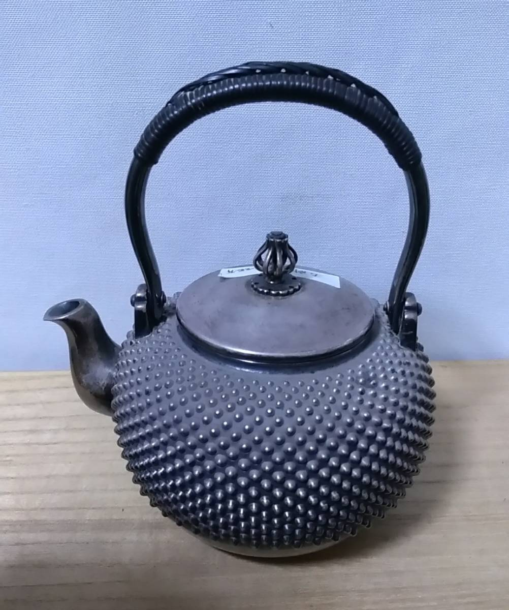 時代 五良三郎造 純銀 玉霰 花蕾式摘蓋 銀瓶 湯沸 在印 246g 蔵出し品 煎茶道具_画像8