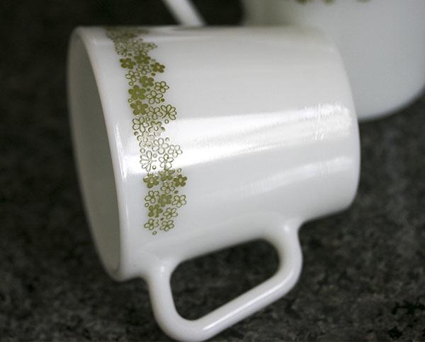 美品! パイレックス マグ スプリングブロッサム 2個セット 耐熱 ミルクグラス コーヒー_画像2