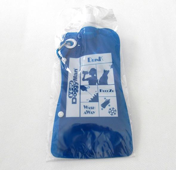 ドギーマン おでかけドギーボトル 500ml 水 タンク カラビナ お散歩 犬 折りたたみ ドリンクボトル タンブラー 携帯用 青 わんこ 未使用_画像1