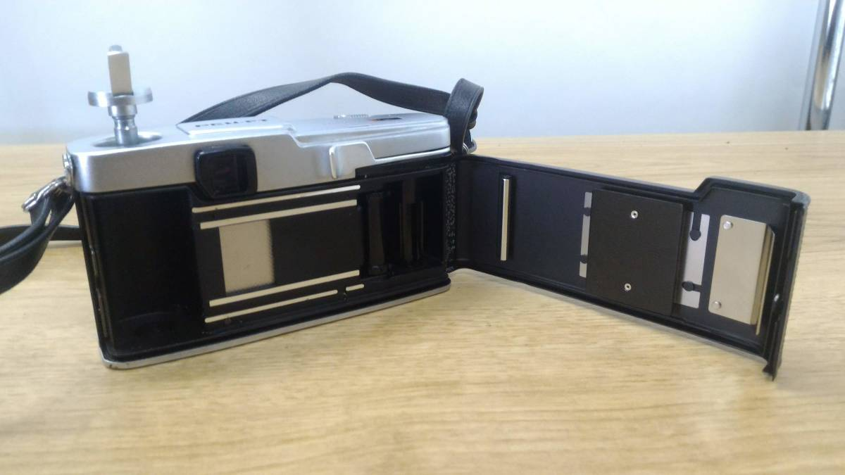 [KmY129]オリンパス フィルムカメラまとめ OLYMPUS OM20/OLYMPUS-PEN F/ZUIKOレンズ50-90㎜付き ジャンク品 80サイズ_画像7
