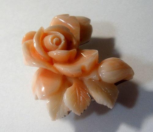 275-18123F13 帯留め 帯飾り おびどめ 天然 本珊瑚 桃色 サンゴ コーラル 彫刻 薔薇 花 バラ 美品 綺麗 和服 和装小物_画像5