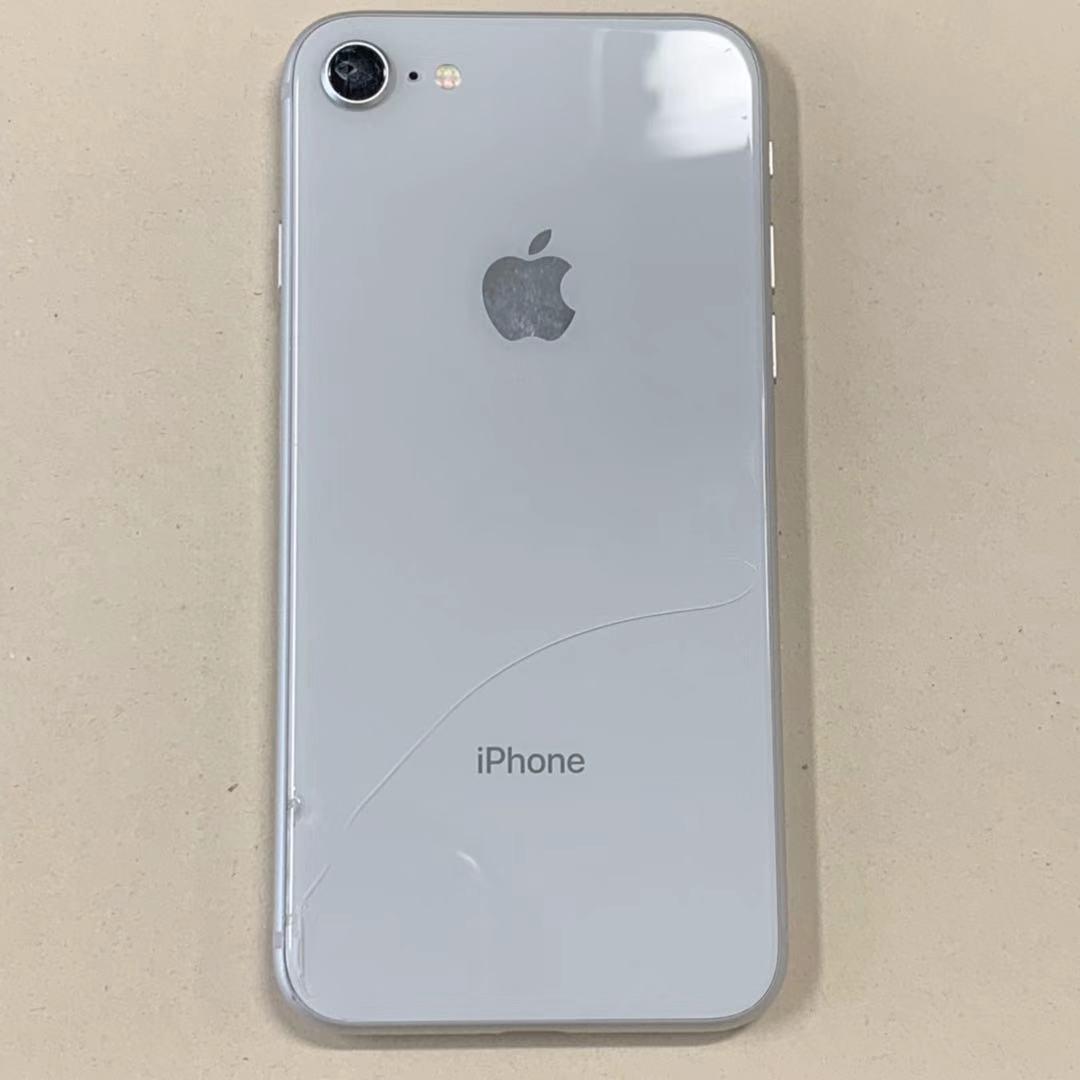 中古品 iPhone8 64GB シルバー SIMロック解除済み 訳あり 送料無料_画像2