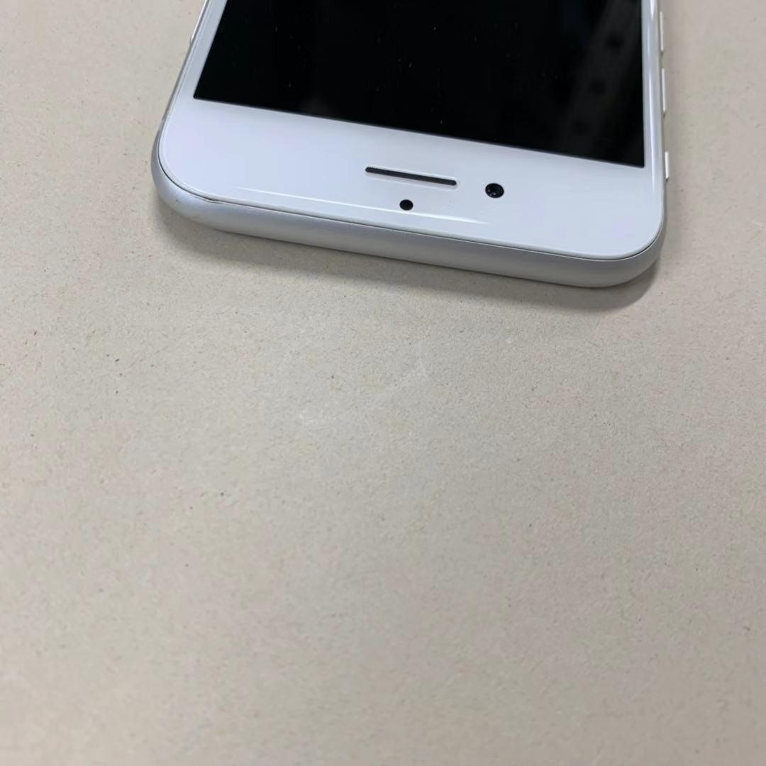 中古品 iPhone8 64GB シルバー SIMロック解除済み 訳あり 送料無料_画像4