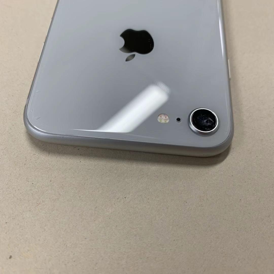 中古品 iPhone8 64GB シルバー SIMロック解除済み 訳あり 送料無料_画像5