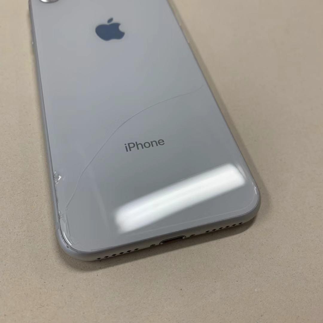 中古品 iPhone8 64GB シルバー SIMロック解除済み 訳あり 送料無料_画像6