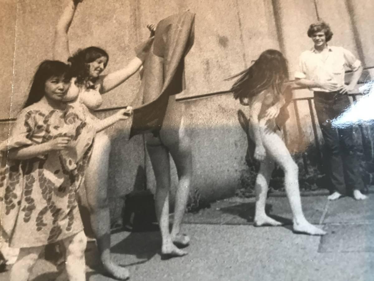 超入手困難【草間彌生 ヌードパフォーマンスオリジナル写真 1968年】ゼラチンシルバープリント チェコ侵攻 ベトナム戦争 ヒッピー MOMA_画像3