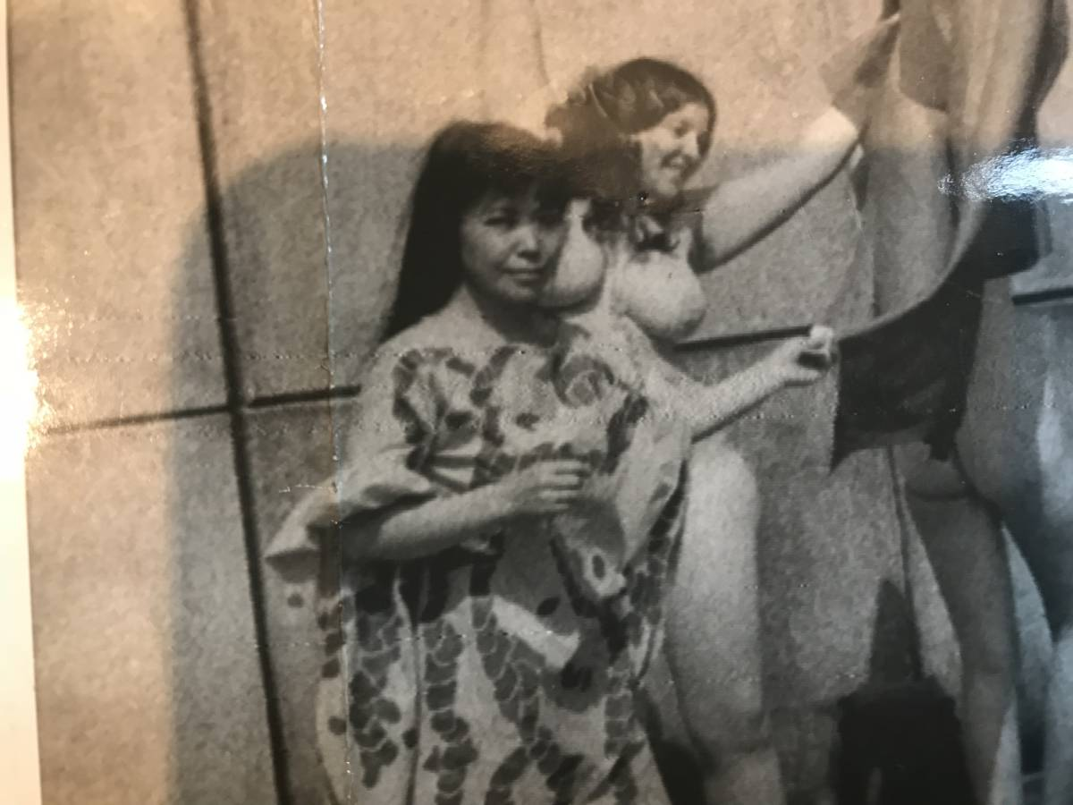 超入手困難【草間彌生 ヌードパフォーマンスオリジナル写真 1968年】ゼラチンシルバープリント チェコ侵攻 ベトナム戦争 ヒッピー MOMA_画像2
