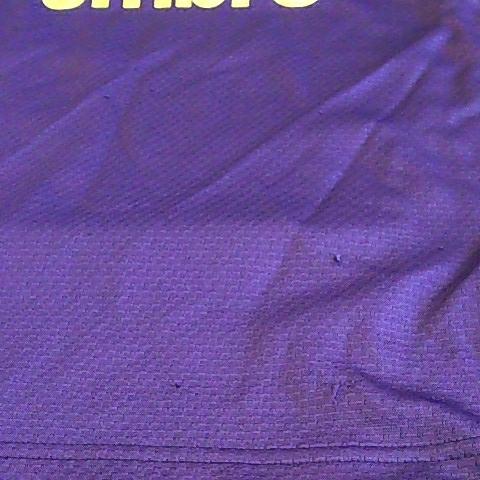 s568 良品! ■UMBRO■ アンブロ デサント サイズS 紫系 トレーニングシャツ ゲーム 身幅49.5 着丈70 ラグラン35 半袖 ゆうパケ~_フロントに数か所引っかけあとあり