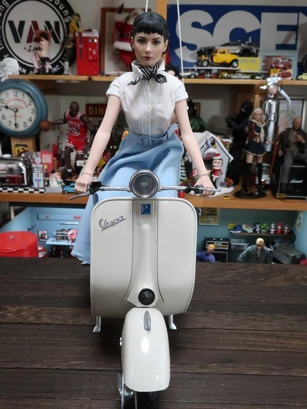 超レア★ローマの休日 オードリーヘップバーン&ベスパ カスタム 1/6 フィギュア バイク_画像7