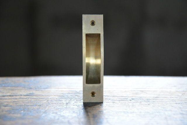NO.3101 古い真鍮鋳物の舟底引手 76mm 検索用語→A50gアンティークビンテージ古道具真鍮金物格子戸扉引戸蔵戸_画像2