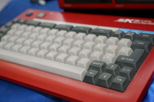 PC-6601SR本体(赤色 RED)+ 専用キーボード / 2ドライブ仕様 / NEC_画像9