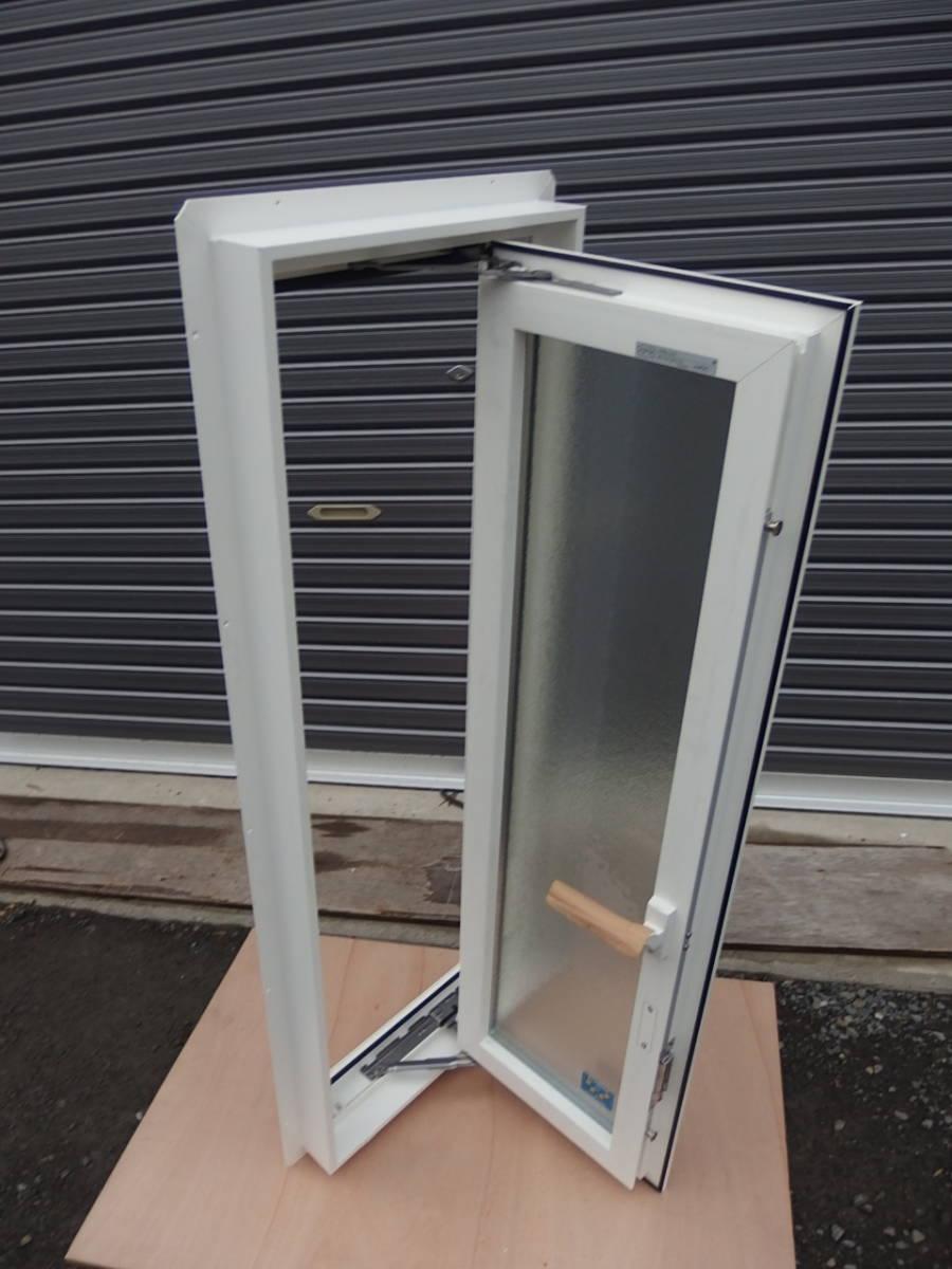 在庫品 樹脂サッシ LowE ペアガラス 縦すべり出し窓 03611 R ホワイト _画像3