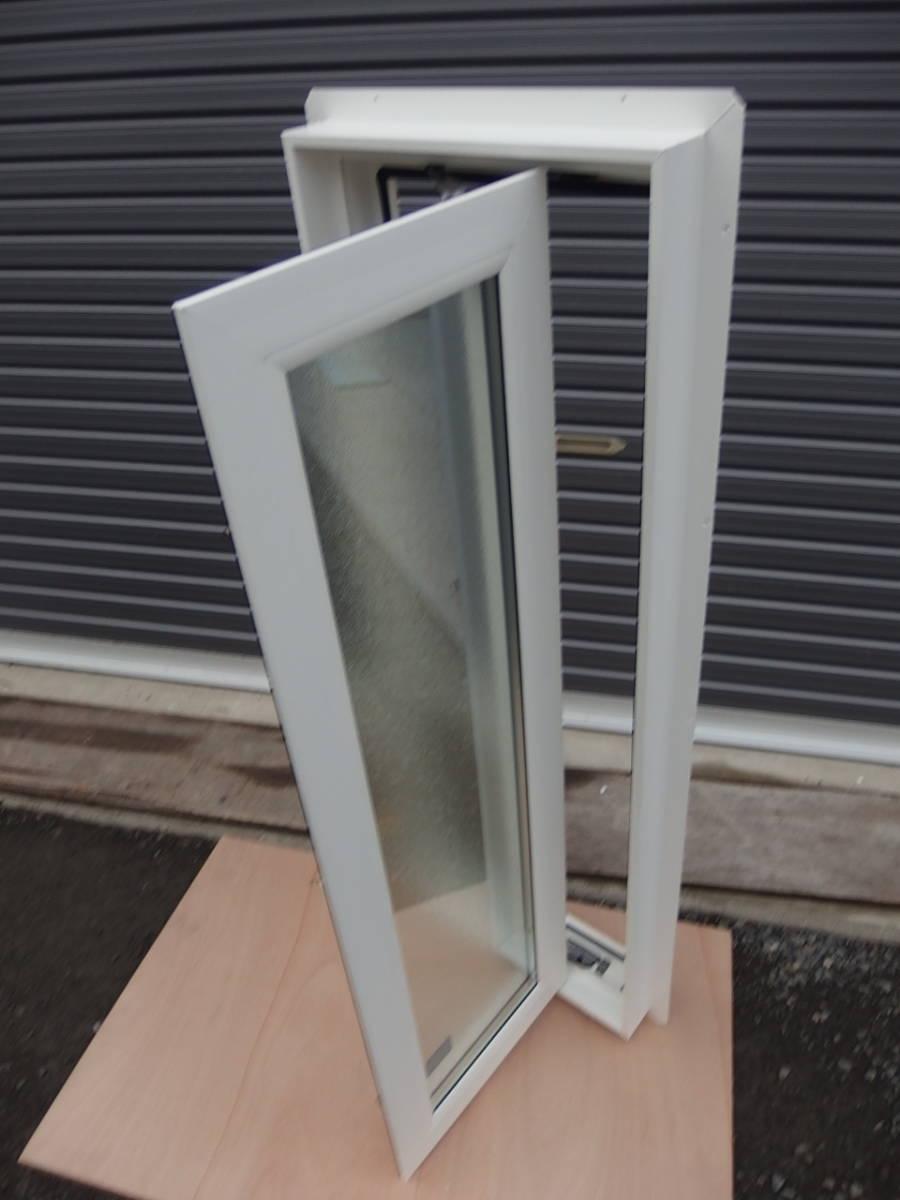 在庫品 樹脂サッシ LowE ペアガラス 縦すべり出し窓 03611 R ホワイト _画像4